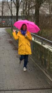 Ferber Kinderwunsch im Regen stehen Abschied nehmen loslassen