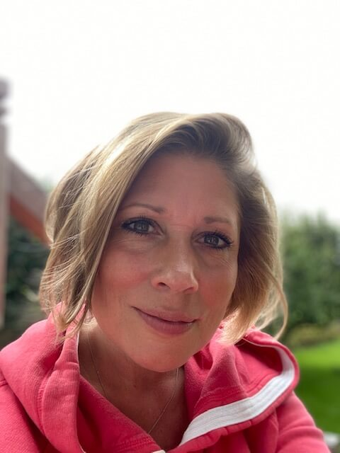 Frau-nachdenklich-Pullover-Kinderwunsch-Psychologe-Hilfe-Coaching-Beratung