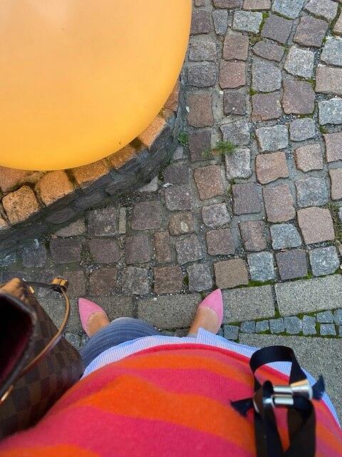 Frau-rosa Schuhe-Licht-Kinderwunsch-letzter Versuch-ICSI-Angst-Erfahrungsbericht-Rat-was tun-psychologie-hilfe-beratung-kindersehnsucht-ferber